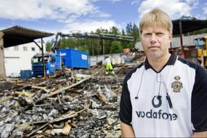 Stefan Zetterlund är fastighetsägare på gamla slakteriet, nuvarande Östersunds Fryshus & Fastigheter. – Det kommer ta ett tag att smälta det här, säger han om den kraftiga brand som härjade lokalerna för en dryg vecka sedan.