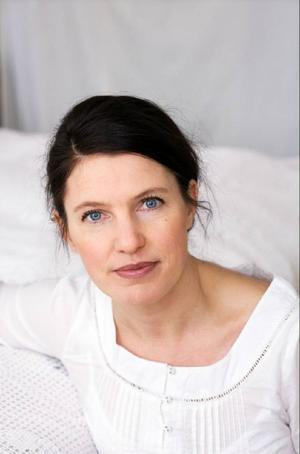 """Kristina Sandberg berättar om sitt författarskap på Länsbiblioteket i morgon kväll. Hon är aktuell med romanen """"Att föda ett barn"""" som är första delen i en trilogi. Foto: Maria Annas"""