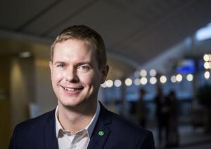 Under fredagen får Dalarna besök av utbildningsminister Gustav Fridolin.