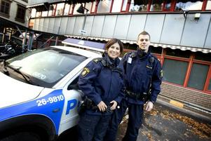 NYA NÄRPOLISER. I december börjar Ockelbos nya närpoliser, Maria Josefsson och Andreas Bergström.
