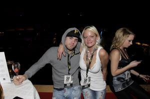 Andreas Isaksen och Lina Sandström laddade upp inför kvällens konsert på VIP-hyllan.