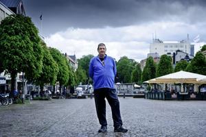 Jens Lundberg från Kumla är en försäljare som inte tycker att City Örebro lyssnar på knallarnas argument.