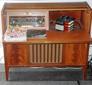 En gammal klassisk radio, Tandberg, som fanns i Christer Lindgrens barndomshem