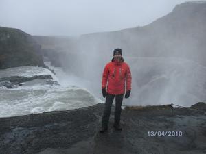 Tomas Hallafors och några kamrater tog sig med jeep upp i den dramatiska isländska naturen i tisdags. Dagen därpå var vägarna bortspolade.