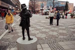 Så här såg Vallpojken ut i januari 1999, när han såg ut över torget, men nu ser torget snart helt annorlunda ut.