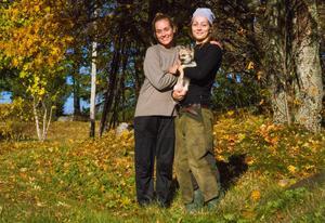 Eva-My Persson med systern Evelina hösten 2017.