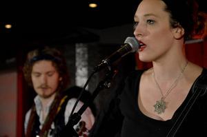 Hannah Aldridge kompas av Jetbone från Sundsvall på sin Sverigeturné.