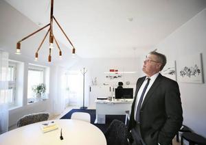 Jöran Hägglund gillar det tjänsterum som hans företrädare Britt Bohlin inredde.