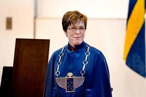 INSTALLERAD. Nu är Maj-Britt Johansson officiellt installerad som rektor för Högskolan i Gävle. För installationen svarade hennes företrädare Leif Svensson.