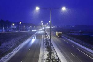 BESVÄRLIGT VÄGLAG. Flera trafikolyckor inträffade på riksväg 80 på tisdagskvällen.