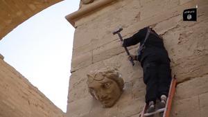 Barbarerna i IS halshugger både sina motståndare och antik konst.