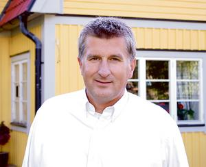 Framgångsteolog. Stefan Edefors har en bakgund hos Livets Ord i Uppsala. Tillsammans med Jens Garnfeldt, ledare för den framgångsteologiska kristendomen i Danmark, håller han ett seminarium om