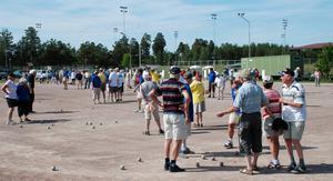 Boule. 120 från hela länet kom till boulefesten för seniorer på Hedslunds idrottsplats.