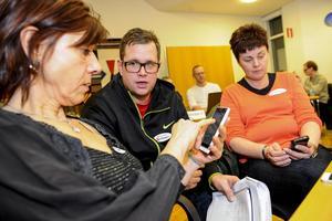 16 inbjudna läsare deltog på onsdagskvällen i ett test av nya allehanda.se som lanseras i mars. Louise Nyberg och Anna-Karin Nordell hade många åsikter som utvecklaren Markus Sandin tar med sig.