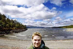 Sven-Erik Svensson har plöjt campingen och bättrat på vägen i Krok. Nu kan festivalgästerna komma till Holmtångsrocken.