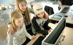Den nya kreativa verkstaden är digital. Datorn är hjälpmedel vare sig man vill göra musik bilder eller film numer. Nu kan man få prova tekniken på Bergaskolan som Emma Östlund, Kristina Trohlin och Ronja Hahne.FOTO: CHRISTER NYMAN