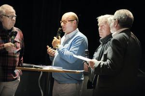 Arrangörerna av träffen; Olov Nilsson Sträng (Bollnäspartiet), Ingvar Persson (Moderaterna) och Anders Bergsten (Kristdemokraterna). Längst till vänster; moderatorn Bengt Lönnberg.