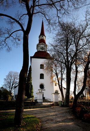 Ett antal insändarskribenter har upplevt kyrkklockors ringande som väldigt störande. Niklas Lång förklarar vid vilka tillfällen kyrkklockornas klang ljuder över Smedjebacken från Norrbärke kyrka.