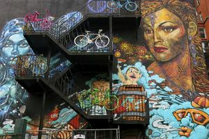 Brandväggar har förvandlats till konst i trendiga Northern quarter.
