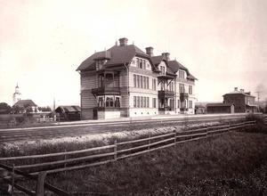 1894 invigdes hotellet av Oscar II.