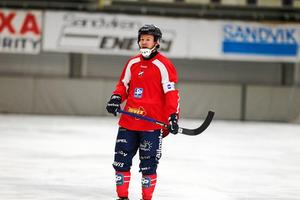 Jonas Edling stod för inte mindre än fyra mål när hans Edsbyn bortaslog TB Västerås med 3–11. Foto: Andreas Tagg.