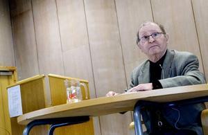 överlevde. Polskfödda Mietek Grocher överlevde nazisternas koncentrationsläger under andra världskriget och har vigt halva sitt liv åt att berätta för omvärlden om sina fasansfulla upplevelser.