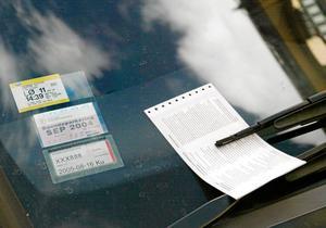Lappad. Även småsaker som felparkeringsavgifter påverkar rättsmedvetandet. arkivbild: Henrik Montgomery/scanpix
