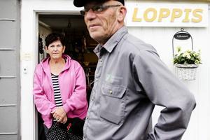 Margareta Jonsson och Tommy Carlsson har en liten loppis i sin källare i Vågbro.
