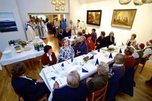 Dukat till en riktig festmåltid var det i Kyrkans hus i samband med invigningen av detsamma.
