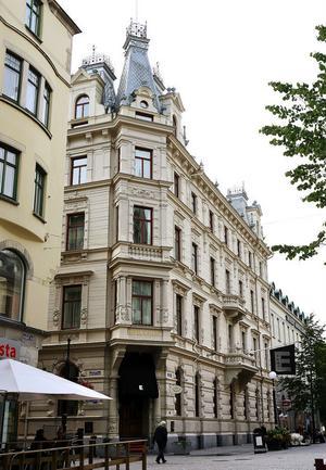 Hotell Knaust gjorde periodvis Sundsvall internationellt känt och förknippas än i dag starkt med staden.