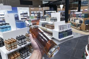Våra alkoholköp minskar när vi reser.  Foto: Gorm Kallestad/ TT