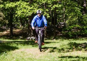 Nu är det sommar och mountainbike som gäller för Nils-Erik Hjelmer.