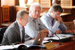 Pär Löfstrand (FP), Thomas Gutke (M) och Joel Nordkvist (M) röstade mot större barngrupper i förskolan. När det gäller utredningen om skol- och förskolelokaler vill de ta helt omtag med en utomstående konsult.