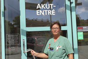Sjuksköterskan Lotta Nilsson vittnar om hårt tryck på akuten.