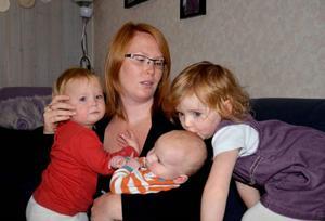 Ninni ett år, Theo, två månader och Tove, tre år, är de yngsta av Kim Meyers barn. De har fem äldre syskon. Många föräldrar skulle nog tycka att tre barn är tillräckligt, men Kim Meyer kan tänka sig att ha fler barn.