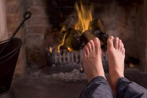 En värmande brasa är härligt under kyliga vinterkvällar.   Foto: Shutterstock