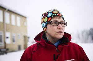 Monica Nyström är skyddsombud och har fått löfte om att den trasiga asfalten på skolgården ska åtgärdas.