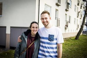 Just nu är Bromma hemma men när Årets kock-året är över siktar Johan Backèus och sambon Birgit Martin Malmcrona på att flytta till Sundsvall och öppna restaurang. I augusti gifter de sig i Attmar kyrka.