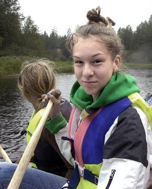 Elvira Alferyd från Lidköping som är i Edsbyn och hälsar på mormor en vecka var med på kanotturen för första gången och tyckte det skulle bli spännande.
