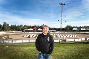 Mikael Teurnberg på plats i den blivande VM-arenan(!) i Hallstavik.