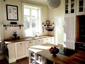 Förra våren byggde de nytt kök, med inspiration av hur köken såg ut förr i tiden.