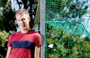 Fotbollsdomaren Mathias Klasenius är just nu tillbaka på sitt bankjobb i Örebro efter att ha tillbringat en månad på U20-VM i Sydkorea, men kommer att hinna med lite semester innan höstsäsongen drar igång med allsvenskan, champions league och landskamper.