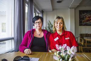 Anette Svensson och Sari Björkman på hemtjänsten i Järvsö tycker inte att den palliativa vården i livets slutskede fungerar i kommunen.
