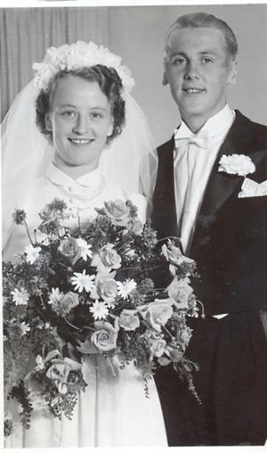 60 år tillsammans. Bernth och Hjördis Hallin firar diamantbröllop i dag. Ett stort grattis önskar barnen med familjer.
