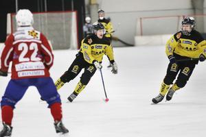 Alexander Sundström rusade fram på sin kant – utan resultat.