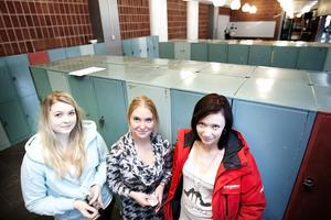 Gymnasieeleverna Angelica Hallgren, Josefin Pikkarainen och Sizzi Johansson läser andra året på det samhällsvetenskapliga programet på Högbergsskolan. De menar att en bred linje är det bästa om man inte vet vad man vill jobba med senare i livet.
