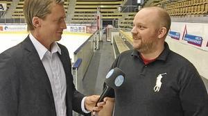 Jimmie Andersson, ordförande VIK Support, intervjuas av Sportens Kevin Johansson.