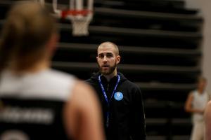 Alberto Garcia får sparken från rollen som coach för Östersund Basket.
