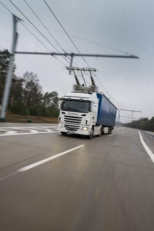 Det blir två-tre chaufförer och en servicetekniker rån Avestaåkaren Ernst Express som kommer att drifta Elväg - Gävleförsöket.