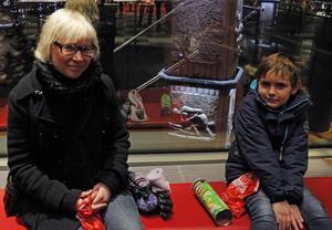 Sixten, 6 år, och hans faster Johanna Täckström går gärna på bio under julen.
